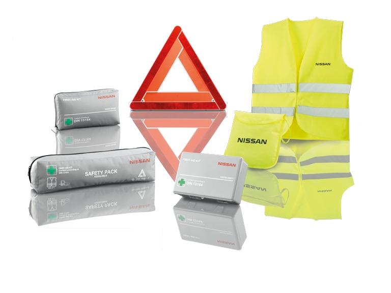 """Būtinų reikmenų paketas: Signalinė liemenė (1 vnt,); Avarinis trikampis """"EuroMicro"""" – be logo; Prabangūs kilimėliai (4 vnt,), juodi; Dvipusis bagažinės įklotas"""