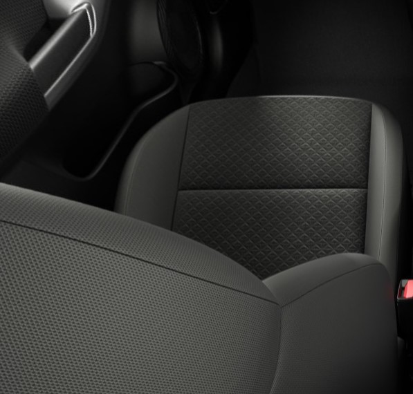 Monoformos tipo sportinės sėdynės su juodais tekstiliniais apmušalais