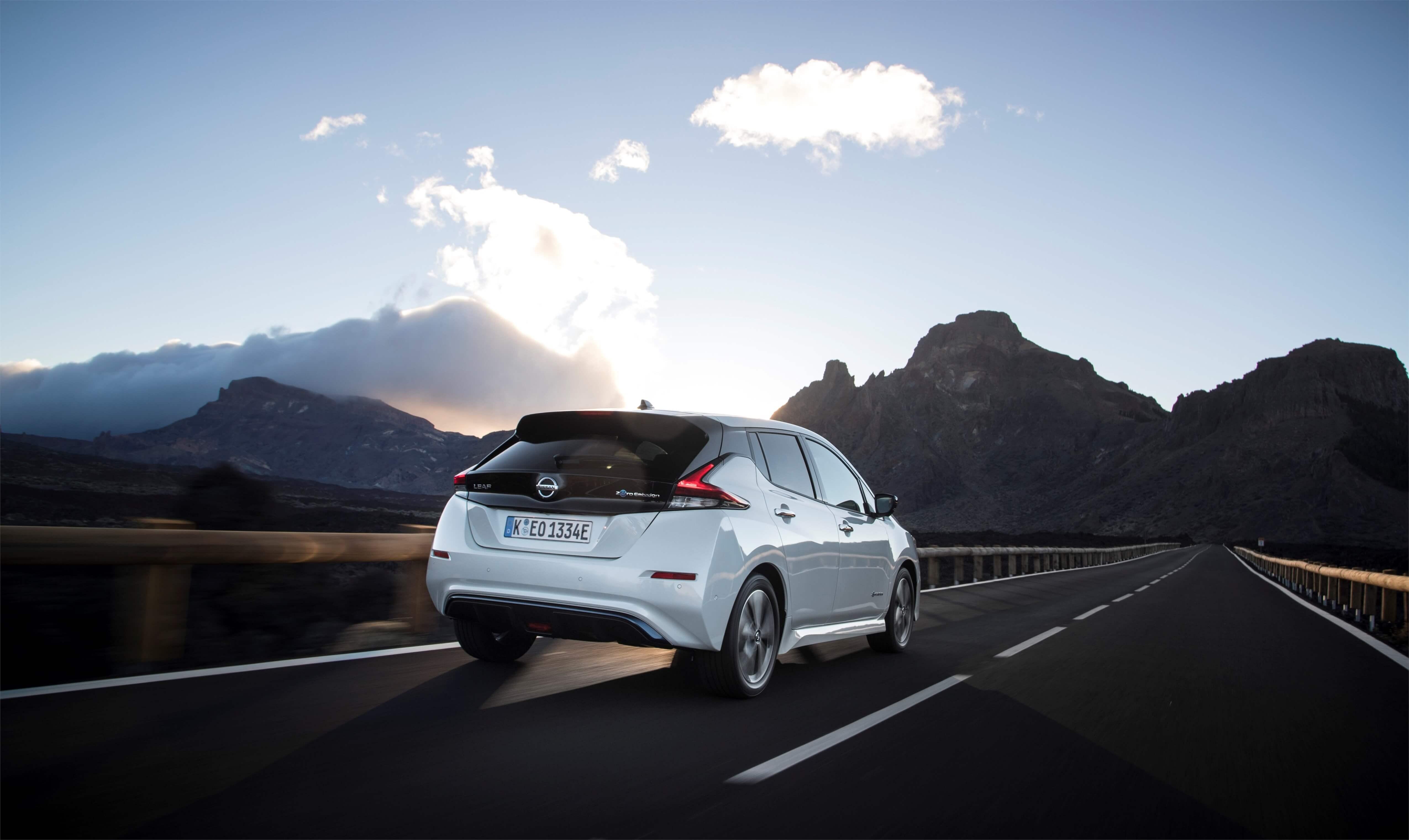 "14.02 Nissan LEAF sai What Car? 2018 auhinnatseremoonial tiitli ""Parim elektriauto"""