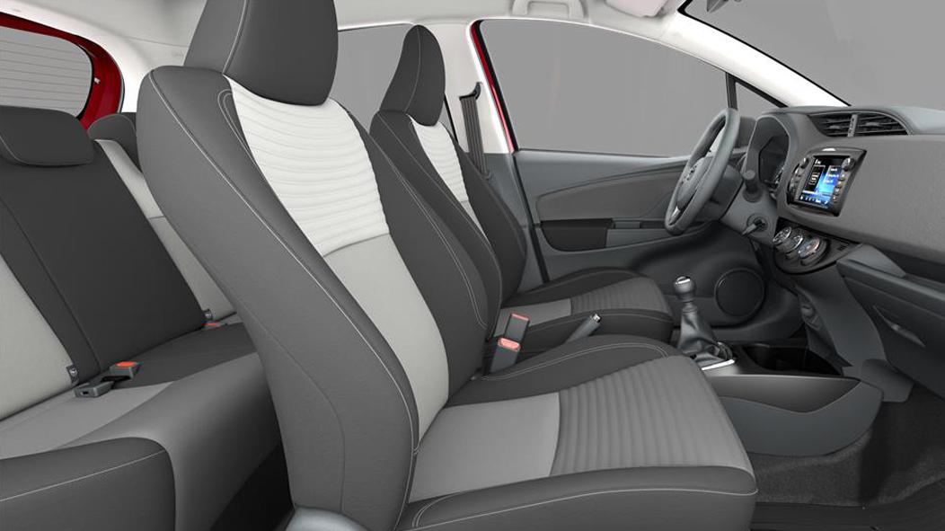 Тканевая обивка сидений с мягкой градацией от серого к черному и серой декоративной строчкой (FH20)