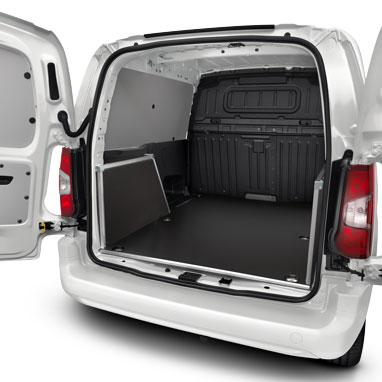 Комплект отделки грузового отсека - Высококачественный пластиковый пол L1 с 1 сдвижной дверью